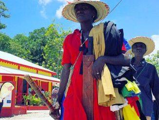Le Costume de vœu est un habit multicolore culturel du vaudou utilisé lors des pèlerinages (Photo: G. Lubrun)