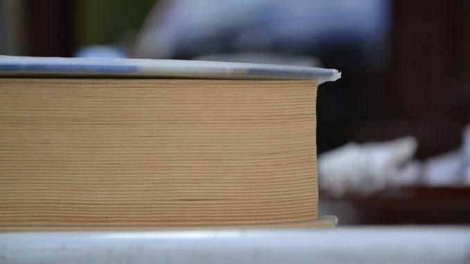 book-415016_960_720