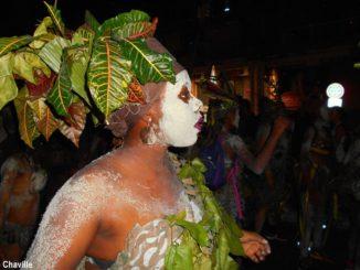 """Le nombre de """"groupes à peau"""" augmente chaque année. Pour cette année 2018, l'Office du Carnaval de la Guadeloupe (OCG) a répertorié 29 """"groupes à peau"""" participant aux différents défilés. (Groupe Moun Ki Moun - Photo: Évelyne Chaville)"""
