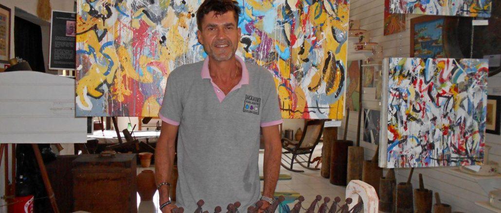 """Vincent Nicaudie: """"Nunca he sido tan feliz. Tengo la fortuna de poder ganarme la vida con mi pasión por los objetos antiguos y el arte contemporáneo""""."""