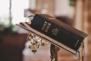 bible-2110439_960_720