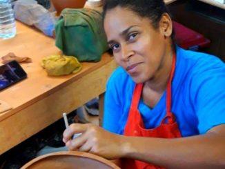 """Katia Gonzalez Salazar: """"en fin d'après-midi (tous les jours) vers 17h30, je mets """"ma tenue de combat"""" pour aller dans mon atelier"""""""