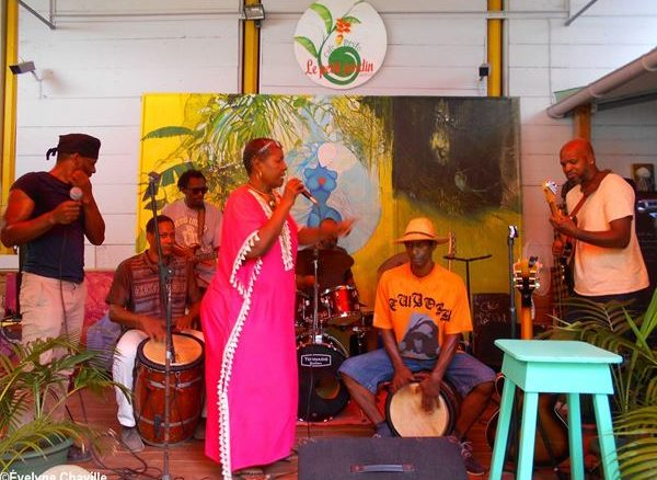Maritza and the musicians of the Village Musical Pointois