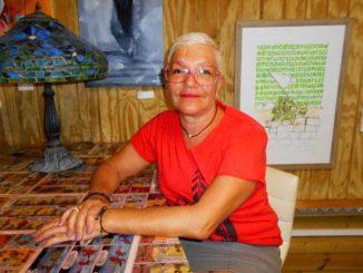 Viviane Pelus, artiste et directrice de la galerie L'Art s'en Mêle - Photo: Évelyne Chaville