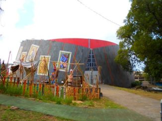 L'Artchipel, Scène Nationale, situada en Basse-Terre, no es muy frecuentada por el público, ¿por qué?