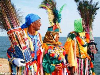 Le carnaval des Guloyas (Patrimoine de l'Humanité depuis 2005) a été créé par des habitants des îles anglaises des Petites Antilles et de la Martinique partis travailler en République Dominicaine au 19e siècle.