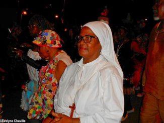 """Dans le groupe de carnaval """"Mas a Wobè"""", les gens se déguisent comme ils veulent..."""