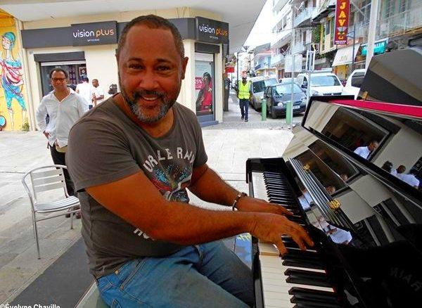 """Steve Nuissier, le directeur artistique du festival """"Première Rencontre autour du Piano"""" - Photo: Évelyne Chaville"""