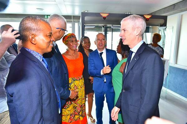 Le Ministre de la Culture, Franck Riester, à l'aéroport, à droite sur la photo