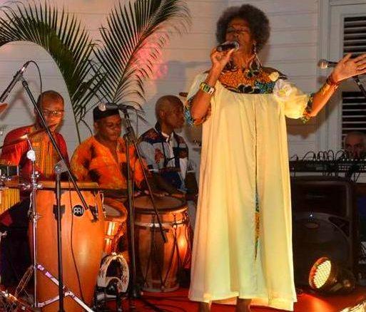 """""""Longan"""" est un concept musical lancé en 2018 par Marie-Line Dahomay pour rendre hommage aux esclaves et soulager nos """"blès"""" (douleurs)"""