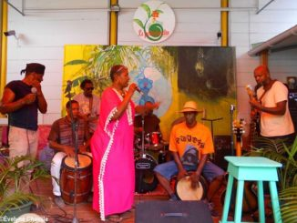 Maritza et les musiciens du Village Musical Pointois