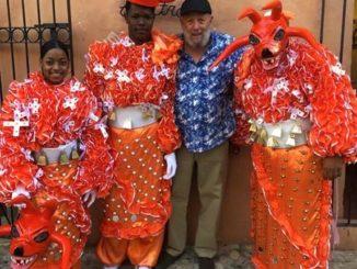 Freddy Ginebra celebrando el carnaval en la Casa de Teatro