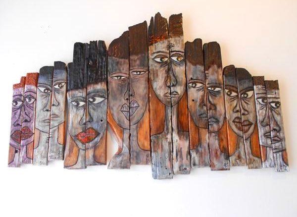"""Pour réaliser cette oeuvre intitulée """"The Day Before"""", Patricia Lollia est allée prendre des planches dans des maisons qui ont brûlé à Pointe-à-Pitre – Photo: Évelyne Chaville"""