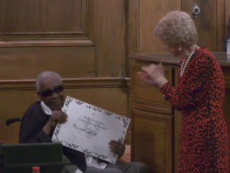 Guadeloupean writer Maryse Condé with Hélène Carrère d'Encausse, the permanent secretary of the Académie française during the presentation of the Cino del Duca Prize - Photo: Screenshot Awards Ceremony (YouTube)